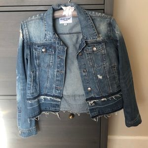Jean jacket with raw edge